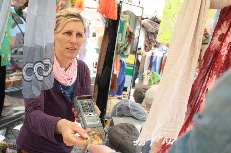 mobiles POS-Terminal zur Akzeptanz von Kartenzahlungen auf dem Markt